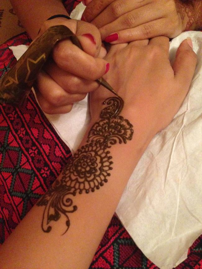 shikha_henna1