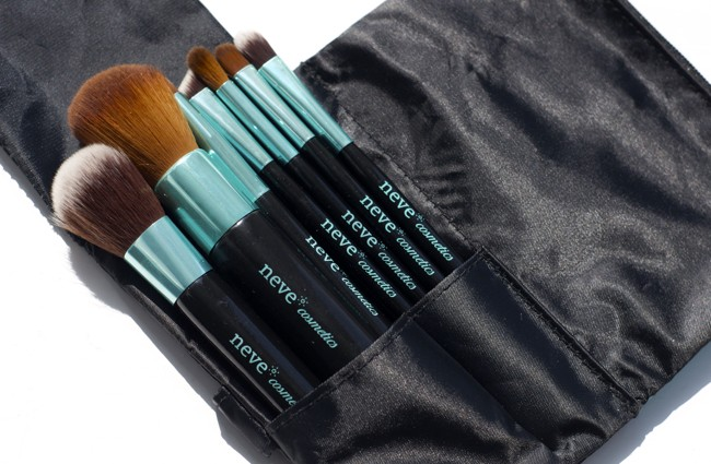 neve_cosmetics_aqua_brush_set1