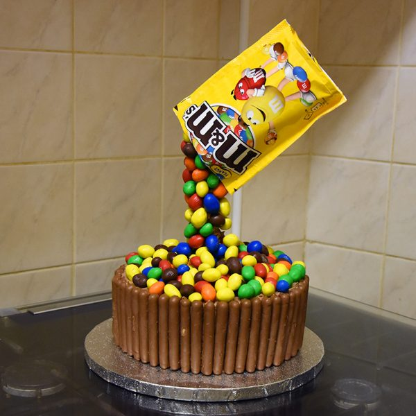 hobbycraft-anti-gravity-cake10