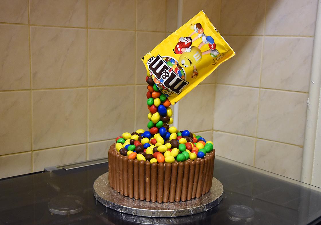 hobbycraft-anti-gravity-cake10