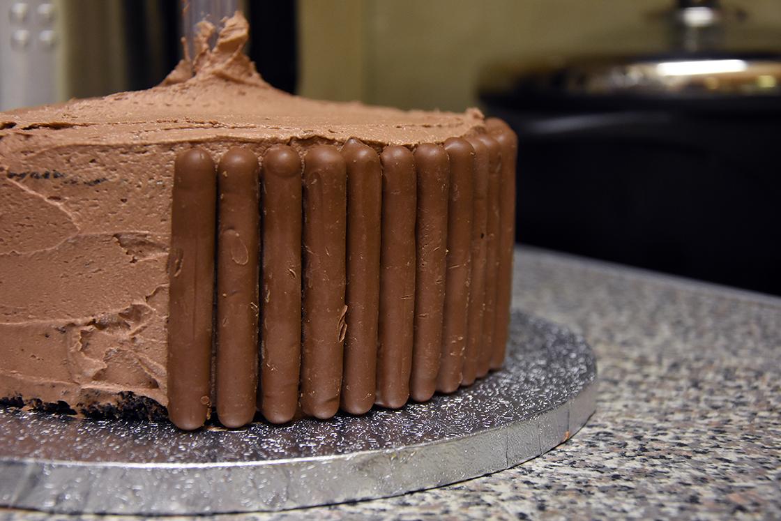 hobbycraft-anti-gravity-cake9